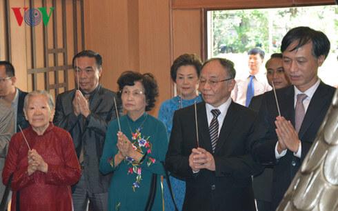 Hoàng Chí Bảo nói chuyện về bác Hồ tại Thái Lan