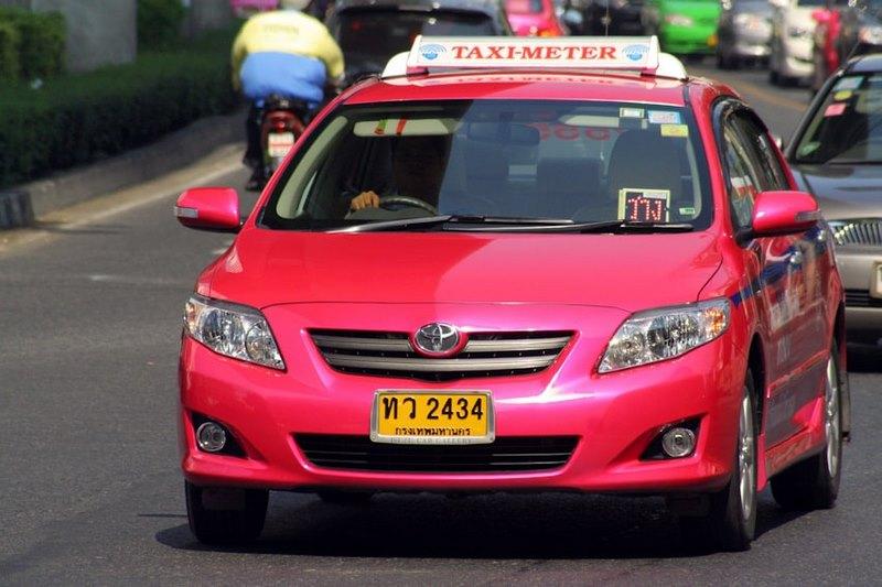 Taxi Thái Lan thường ít khi gắn Meter và chia thành nhiều màu khác nhau