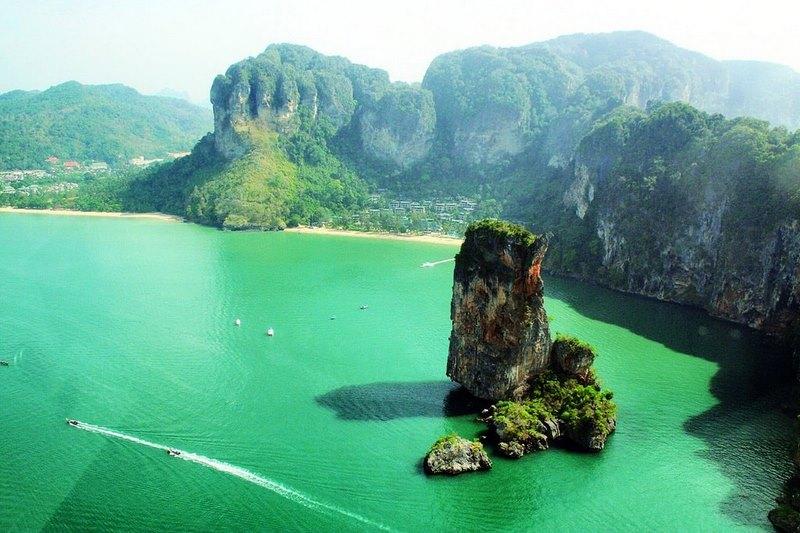 Vịnh Phang Nga nổi tiếng là thắng cảnh của Thái Lan