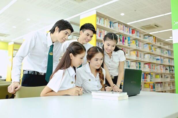 Sinh viên du học ở Thái Lan