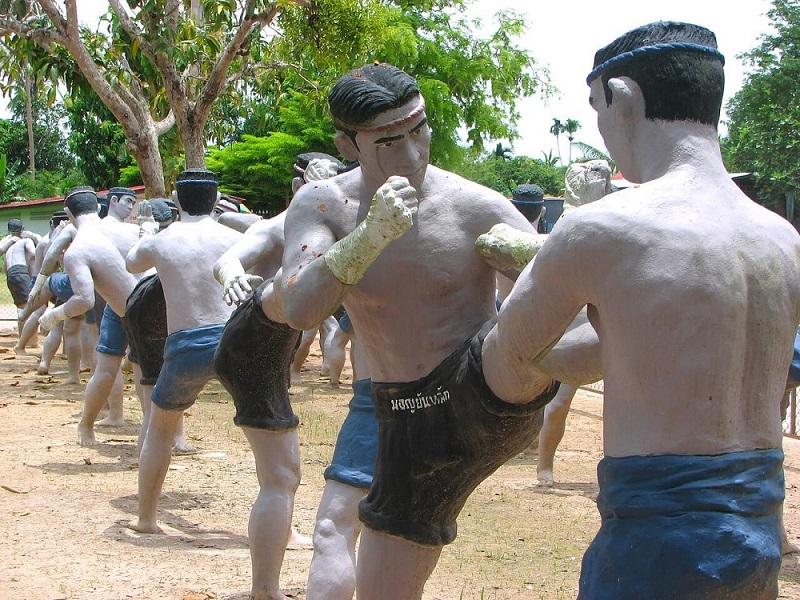 kiểu võ sĩ Muay Thái trên sàn đấu